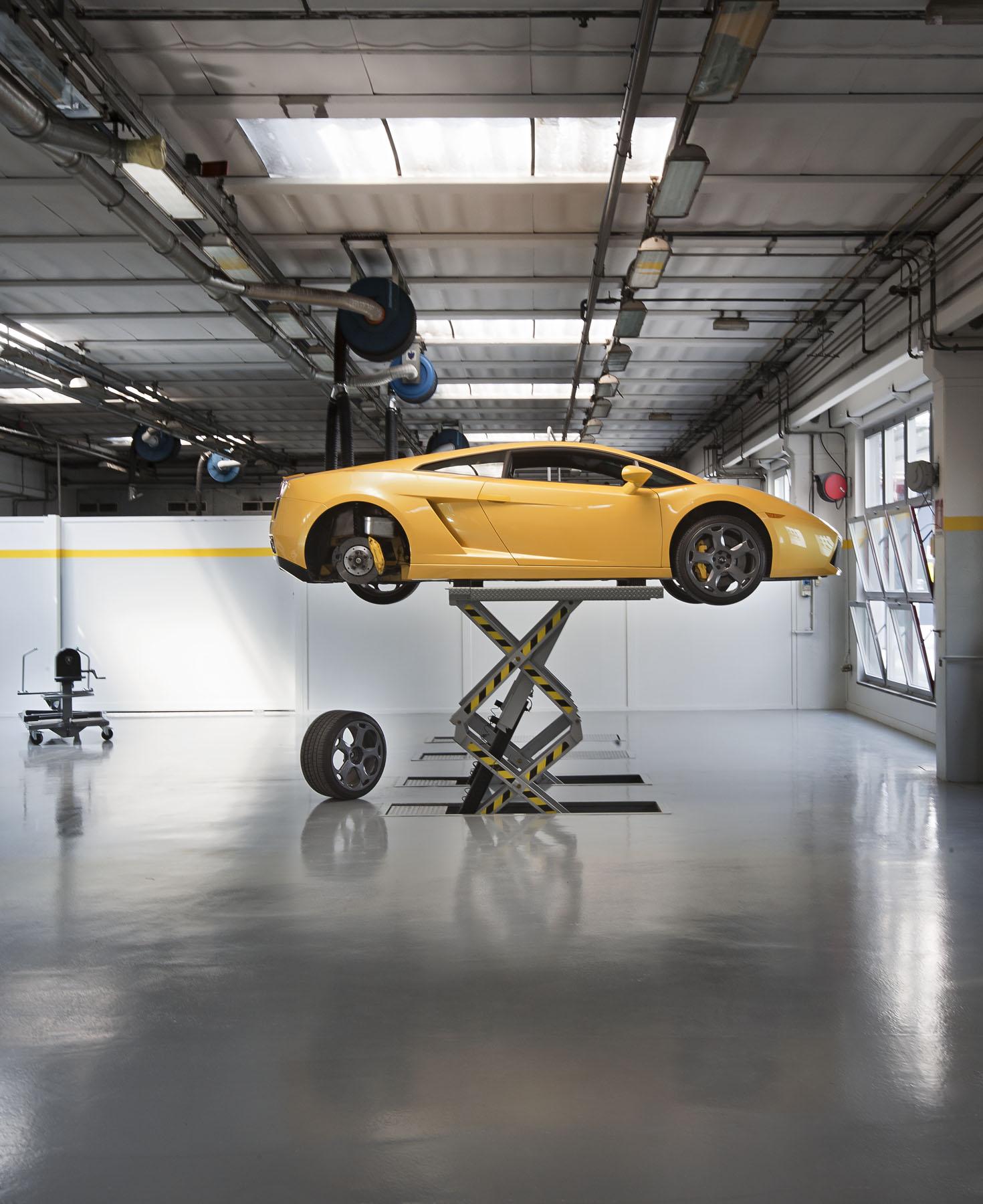 Lamborghini Dealership: Lamborghini Centro Milano